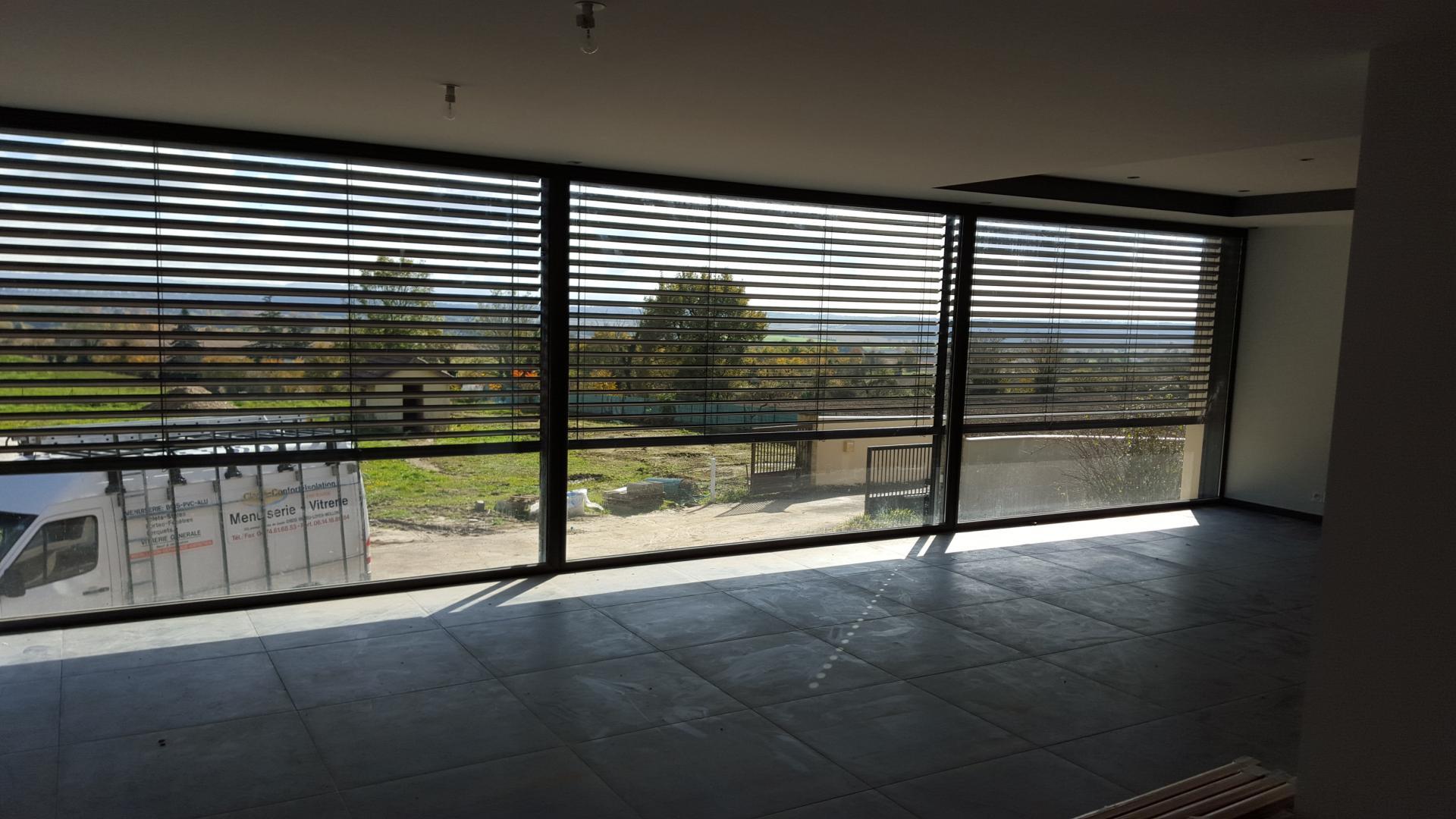 grosse baie vitr e avec brise soleil orientable 9 5 m de. Black Bedroom Furniture Sets. Home Design Ideas